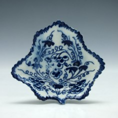 Grapevine Pattern Bow Porcelain Pickle Dish c1777