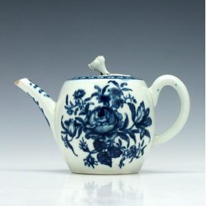 Worcester Rose-Centred Spray Pattern Teapot c1770