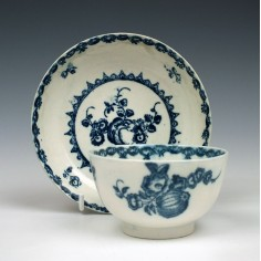 Caughley Fruit and Wreath Pattern Teabowl & Saucer c1780