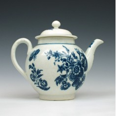 Caughley Three Flowers Pattern Teapot c.1780