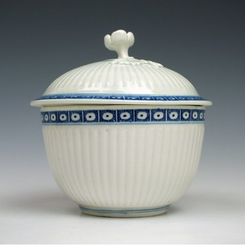 Worcester Porcelain Ribbed Sucrier and Cover c1775