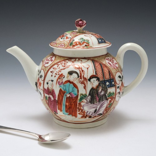 A Worcester 'Chinoiserie' Porcelain Teapot and Cover c1770