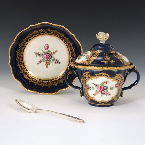 Very Fine First Period Worcester Chocolate Or Caudle Cup and Cover c1770