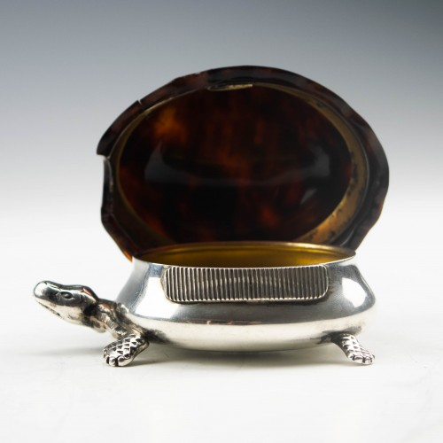 Sterling Silver Tortoise Shaped Vesta case Birmingham 1909