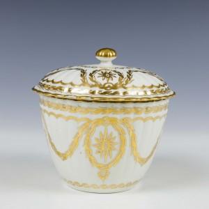 A Gilded Worcester Porcelain Sucrier c1785