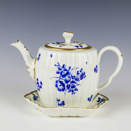Worcester Dry Blue Porcelain Tea Pot and Stand c1770