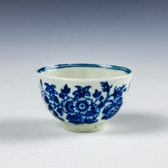First period Worcester Three Flowers Pattern Toy Teabowl c1775