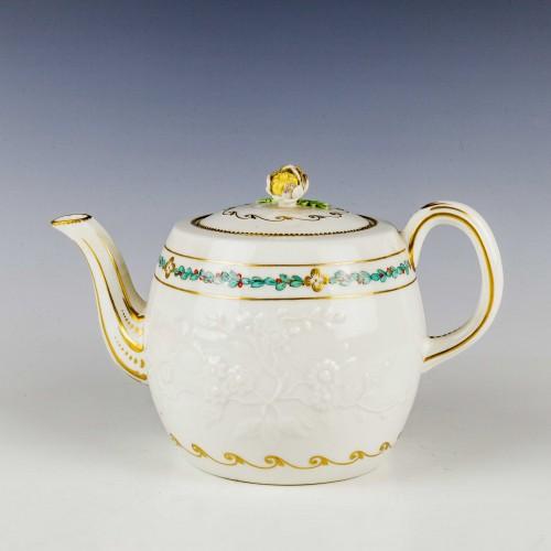 Chelsea Porcelain Barrel Shaped Teapot and Cover c1770