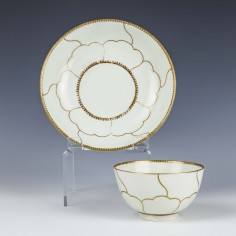 Worcester Gold Queens Pattern Teabowl and Saucer c1780