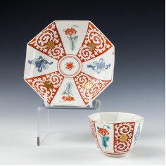 Chelsea Porcelain Kakiemon Octagonal Teabowl and Saucer c1755