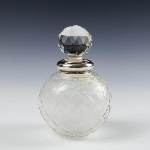 A Sampson Mordan & Co Perfume Bottle 1925