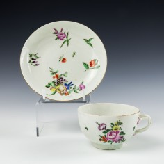 Worcester Porcelain Entwined Handle Teacup and Saucer c1770