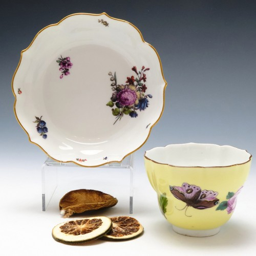 Meissen Porcelain Yellow Ground Ogee Finger Bowl and Stand c1745.