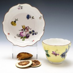 Meissen Yellow Ground Ogee Finger Bowl and Stand c1745