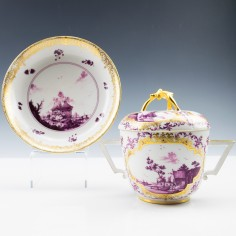 Early Meissen Bouillontasse with Lid and Stand c1730