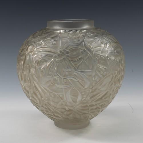 René Lalique Boule de Gui Vase 1920