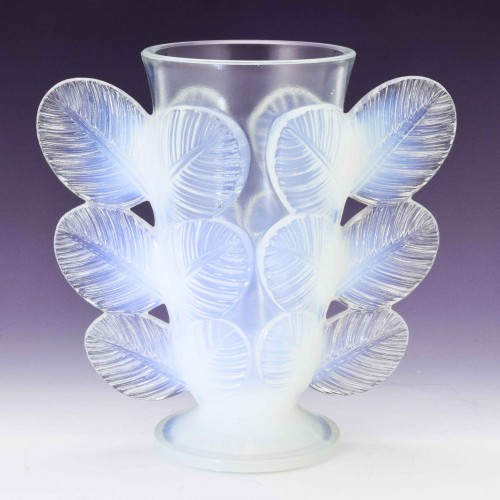 An Opalescent Vase By Paul D'Avesn c1930
