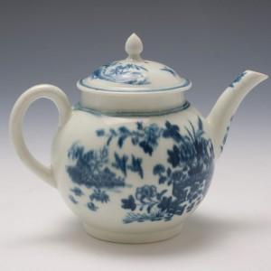 Small Worcester Porcelain Fence Pattern Teapot c1770