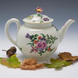 Outside Decorated Worcester Porcelain Tea Pot c1770