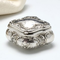 French Repousse Silver Lozenge Shaped Pill/Snuff Box c1890
