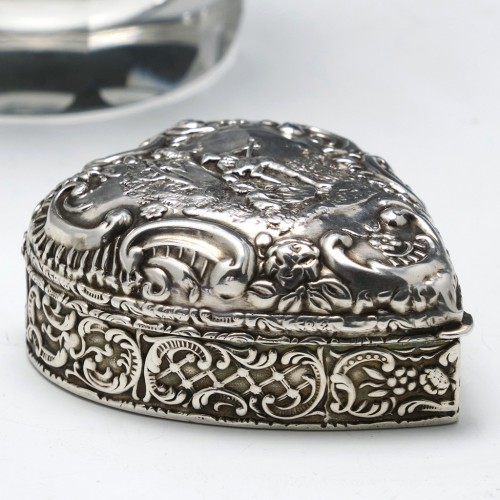 Victorian Repousse Silver Heart Shaped Pill Box Birmingham 1900