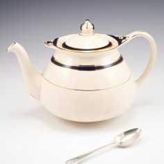 A Stylish English Pottery Teapot for Thomas Goode and Co London c1940