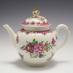 A Worcester First Period Porcelain 'Compagnie des Indes' Teapot and Cover c1770