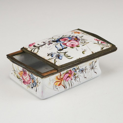 An English Enamel Box With Sliding Cover c1770